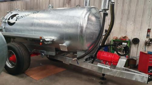 Cisterna galvanizada capacidad 8.500L de un eje