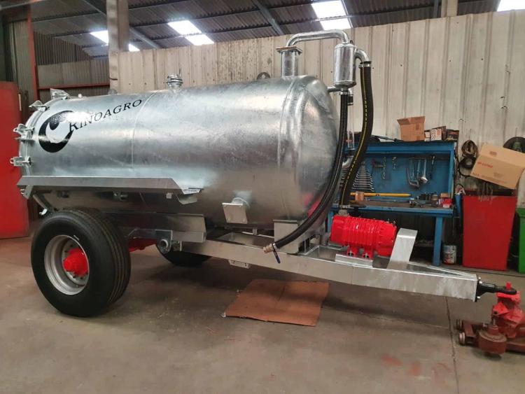 Cisterna galvanizada 10.500L. 1 Eje