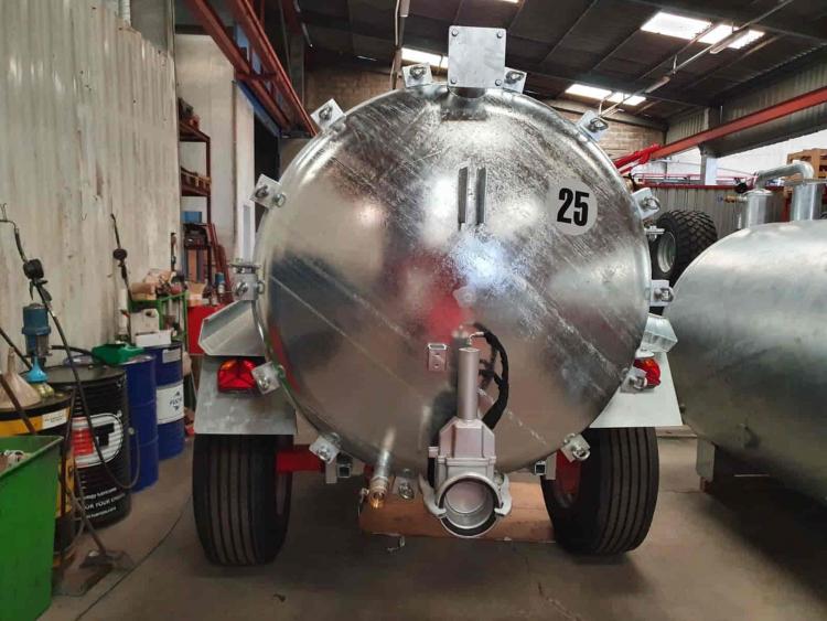 Cisterna galvanizada 8.500L. 1 Eje