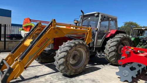 Tractor marca Massey Ferguson + pala tenías serie 300