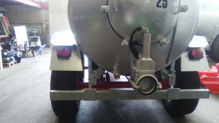Cisterna 12.000L galvanizada. Tipo tándem